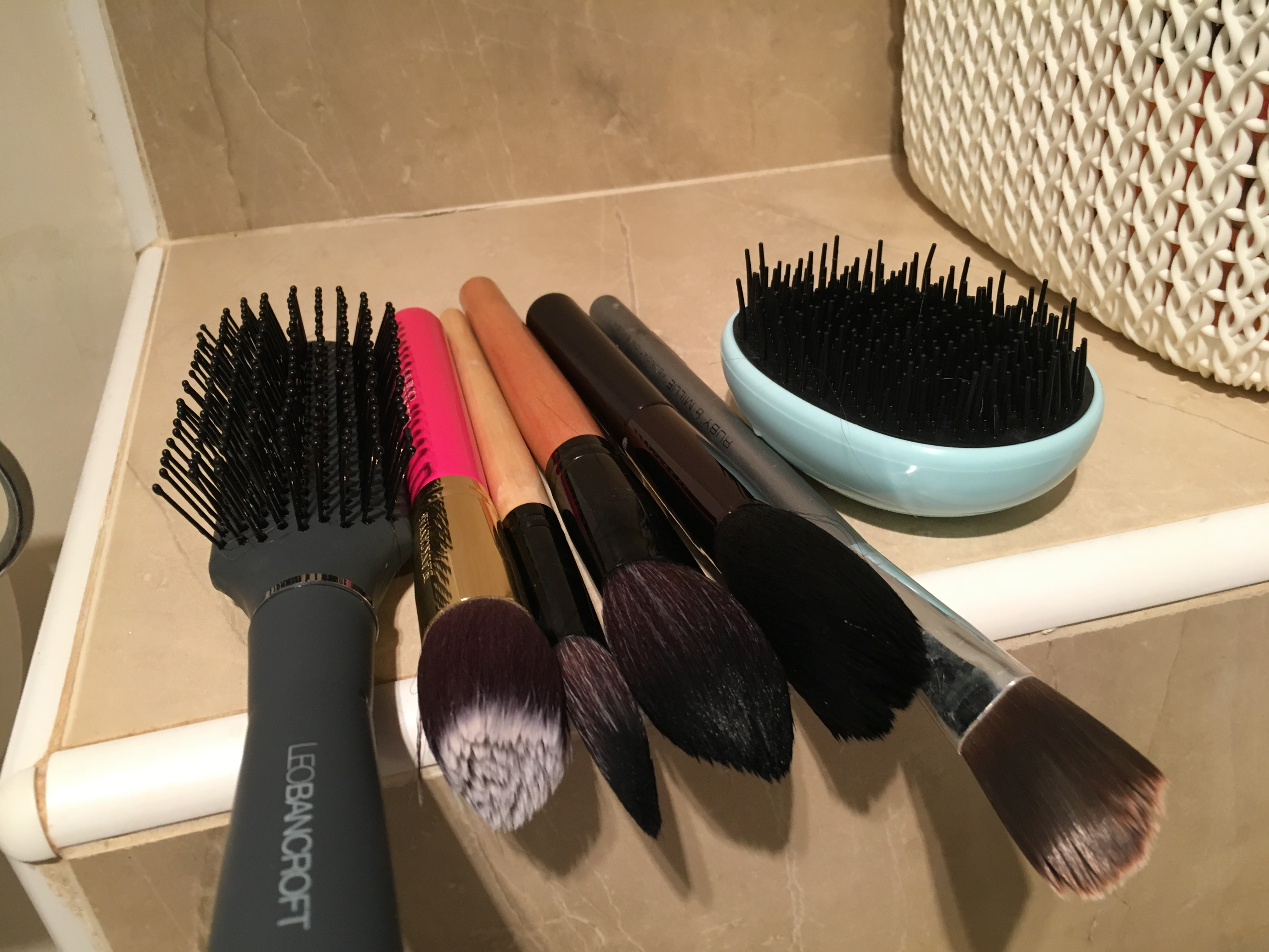 Say goodbye to messy makeup brushes